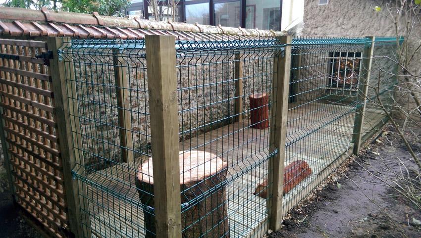 construction d une cabane chats au tremblay sur mauldre lagage jardins. Black Bedroom Furniture Sets. Home Design Ideas